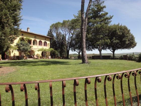 MONTALCINO, CASA DEI LILLA' : BEAUTIFUL ELEGANT FARMHOUSE ON A DOMINANT POSITION €2.100.000