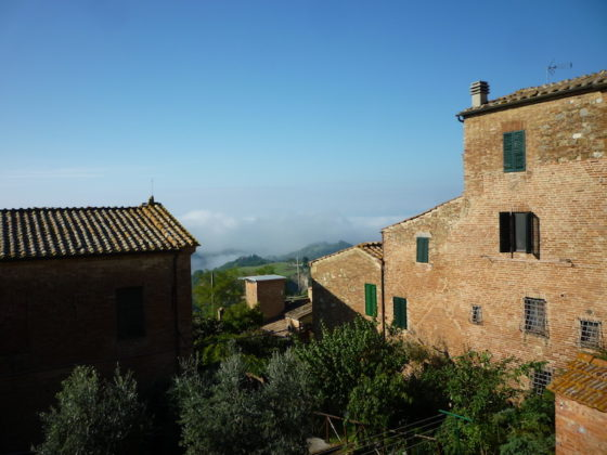 CHIUSURE, SCALETTE ROSSE: A COMFORTABLE TOWNHOUSE WITH INCREDIBLE VIEWS € 145.000