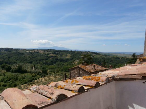 MONTISI, LA TERRAZZA: TOWNHOUSE WITH TERRACE & STUNNING VIEWS €210.000
