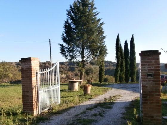 CHIUSURE, BELLA VISTA: FARMHOUSE IN FANTASTIC LOCATION WITH DRAMATIC VIEWS €980.000