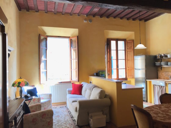 CASTELMUZIO, CASA LE VOLTE: SPACIOUS, INTIMATE ANCIENT TOWNHOUSE  €340.000