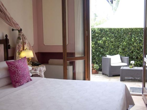 PIENZA: PLEASING HOTEL WITH PRIVATE GARDEN, 10 BEDROOMS, 10 BATHROOMS  PRICE ON APPLICATION